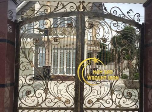 Địa chỉ cung cấp cổng sắt mỹ thuật tại TPHCM uy tín, giá rẻ
